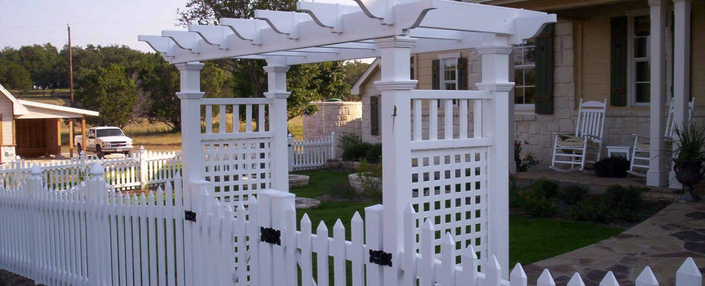 Vinyl fencing san antonio quality fence welding offers a wide variety of all types of vinyl fencing we build everything from a 3 rail farm and ranch type product to a solid vinyl baanklon Gallery